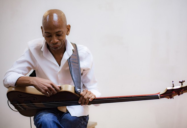 An interview with bassist Reggie Washington.
